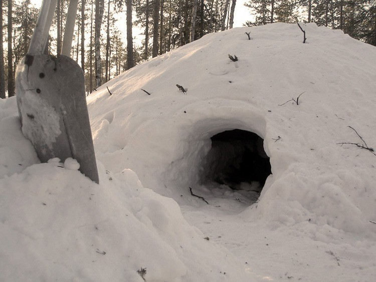 quinzee-snow-shelter